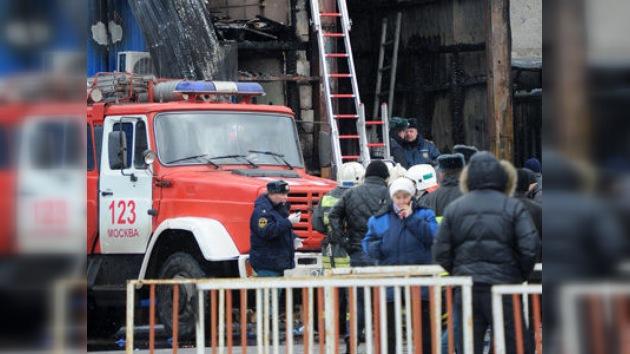 Un incendio infernal en un mercado de Moscú se cobra la vida de 17 inmigrantes