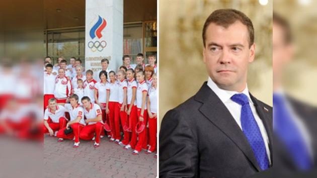Medvédev recibirá al joven equipo ruso que llegó de Singapur