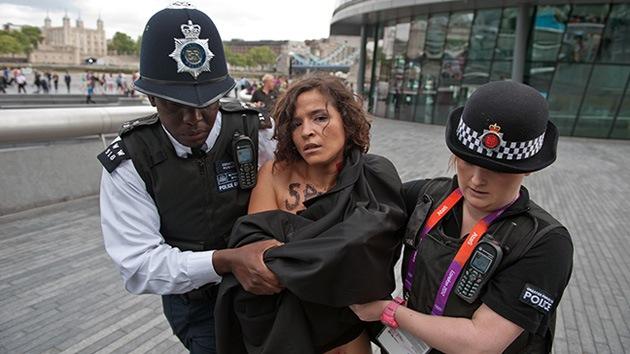 VIDEO: El grupo FEMEN 'saca pecho' por los derechos de la mujer en Londres