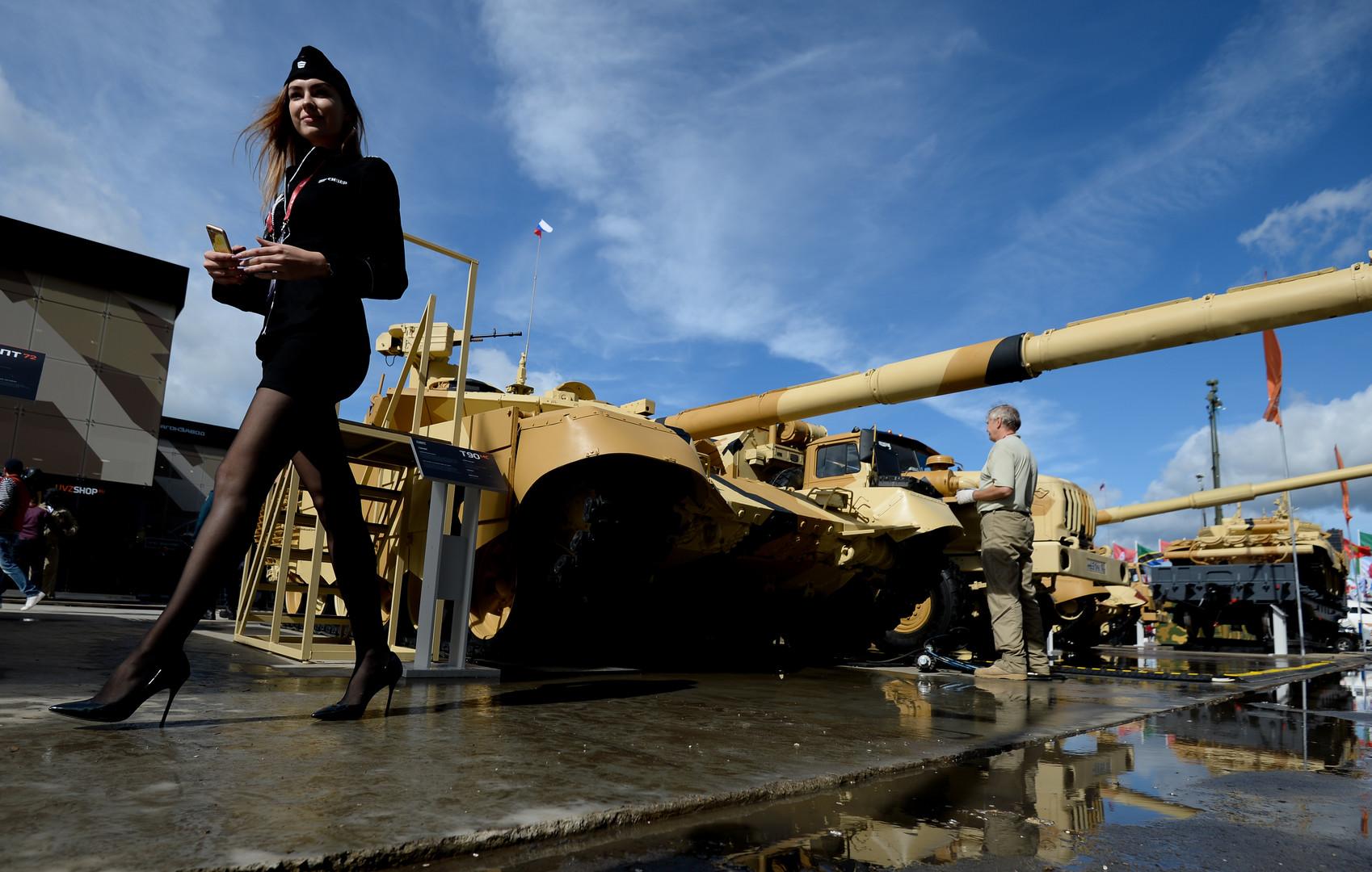 Танк Т-90МС представлен на стенде Научно-производственной корпорации «Уралвагонзавод» имени Ф.Э. Дзержинского в открытой экспозиции на Международном военно-техническом форуме «Армия-2016»