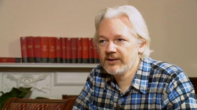 Assange schleicht sich in US-Konferenz - als lebensgroßes 3D-Hologramm!