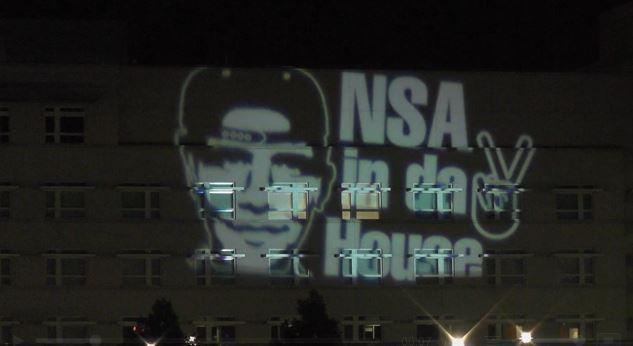 Anti-NSA-Protest an der Amerikanischen Botschaft in Berlin. Quelle: Ruptly