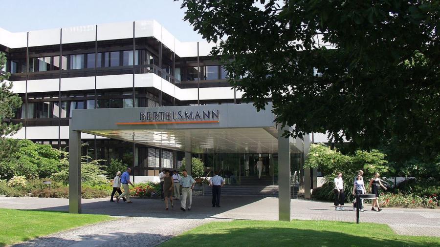 Rabenschwarze Medienlandschaft - Bertelsmann AG baut Medienmonopol aus