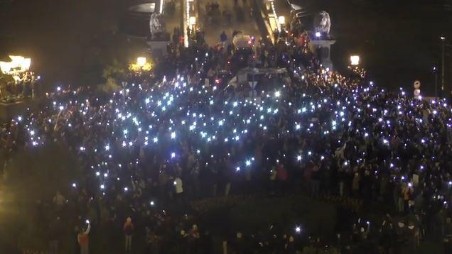 Mehr als 100.000 demonstrieren in Ungarn gegen Internetsteuer