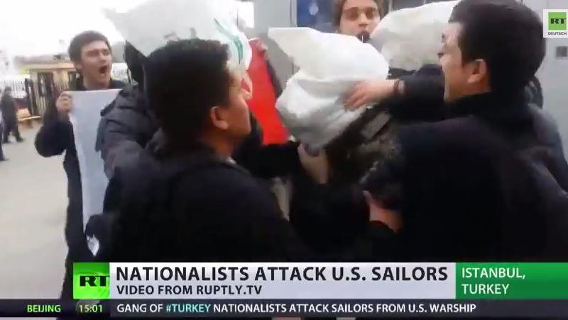 Türkische Nationalisten greifen US-Marinesoldaten an