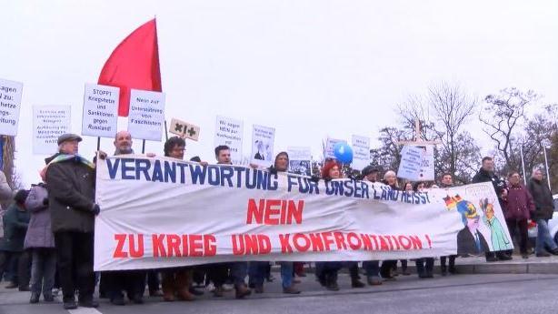 Der deutsche Michel kann auch anders - Demos gegen Islamfeindlichkeit und gauckschen Militarismus