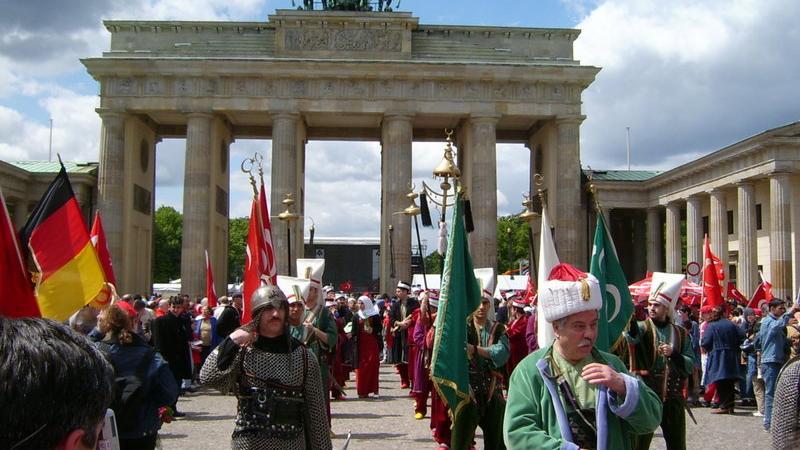 """Islambild - Wo PEGIDA bereitwillig der """"Lügenpresse"""" Glauben schenkt"""