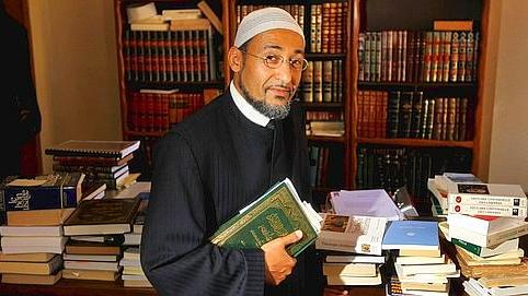 Nach Attentat: Islamische Gelehrte rufen zu Massendemos in Frankreich auf