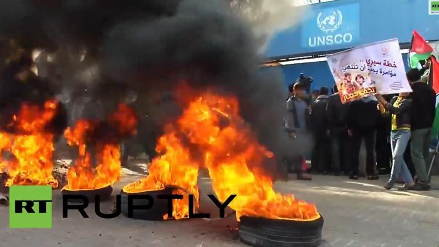Nach Stopp von Hilfszahlungen - Gaza-Bewohner greifen UNRWA-Gebäude an