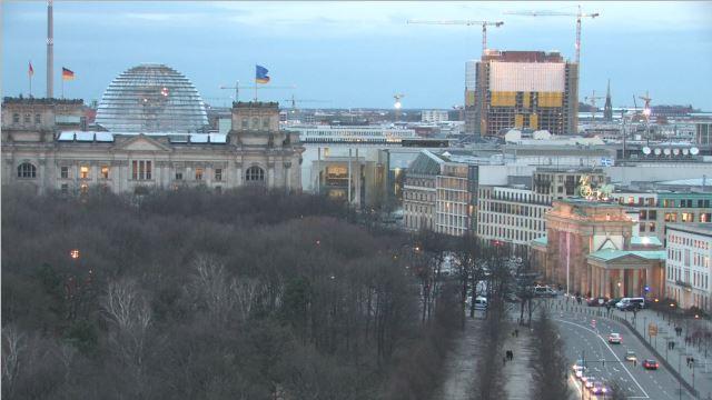 """Live: """"Terror nicht in unserem Namen"""" - Mahnwache der muslimischen Verbände vor dem Brandenburger Tor"""