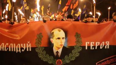 Russische Journalisten geschlagen und beraubt bei rechtsextremem Fackelumzug in Kiew