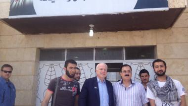 Half der IS? US-Senator McCain reiste illegal nach Syrien