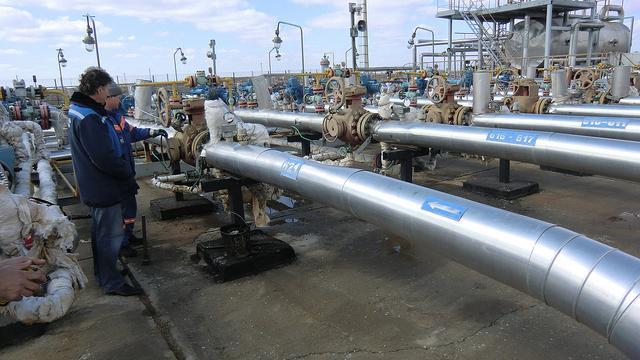 Ukrainische Zahlungsengpässe zu Gaslieferungen: Dreht Russland Europa den Hahn zu?