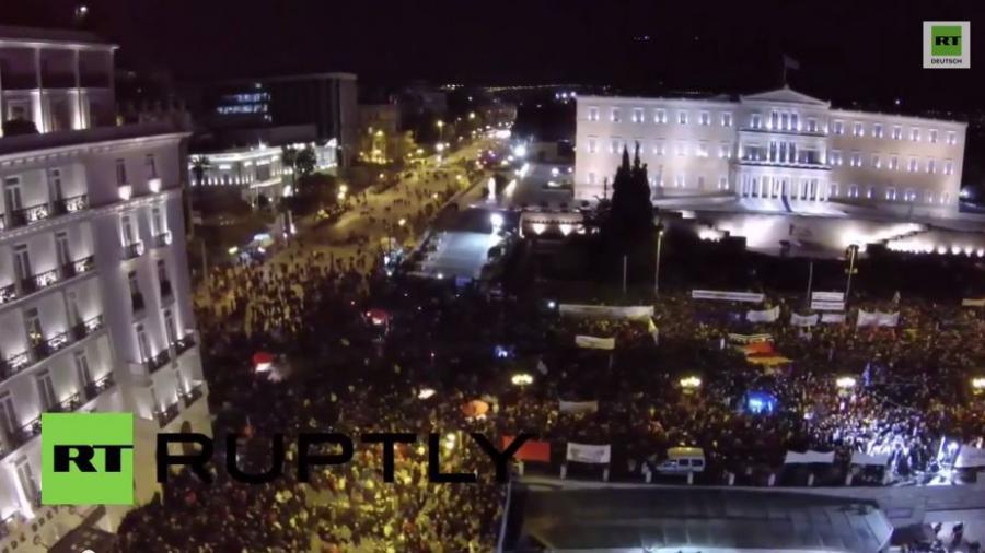 """""""Armut tötet uns"""" - 20.000 demonstrieren in Athen für Syriza-Regierung und gegen EU-Sparpolitik"""