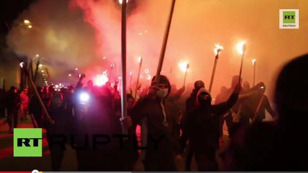 Ruptly Exklusiv-Video: Nationalisten halten Fackelmarsch durch Kiew