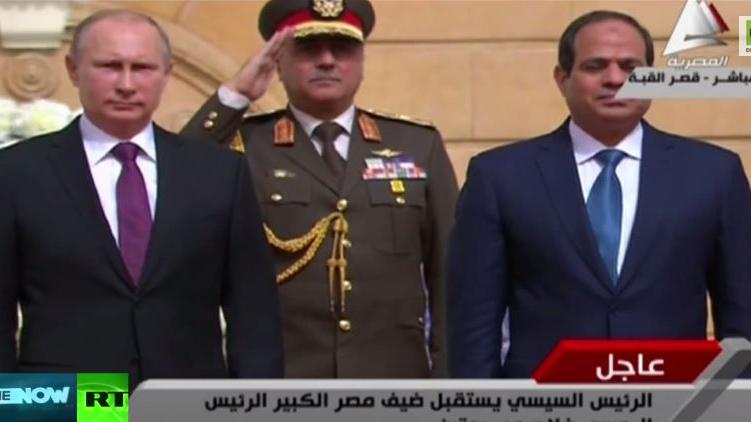 Ägyptische Militärkapelle spielt russische Hymne bei Putin-Besuch - Naja, versucht es zumindest