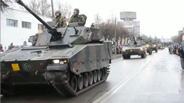 USA in Provokationslaune? US-Militärparade 300 Meter vor russischer Grenze
