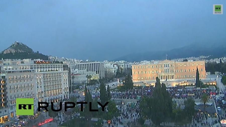 """Athen: Demonstration für die griechische Regierung und gegen die """"Europäische Erpressung"""""""