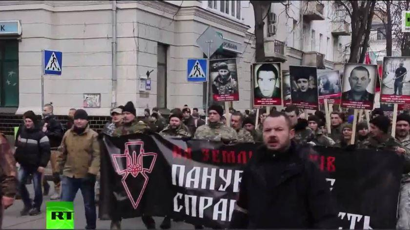 Pressefreiheit? Russische Journalisten filmen Rechten Sektor – Kiew weist sie aus