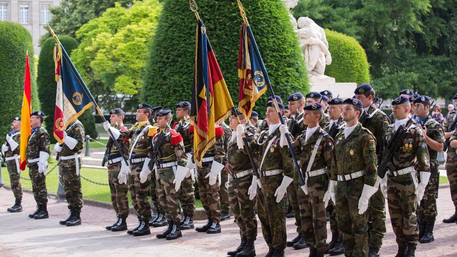Europas Eliten wollen eigene Armee - Wer ist mit dabei? Die Grüne Partei!