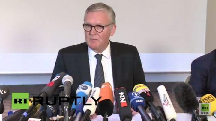 Germanwings-Geschäftsführer gibt Pressekonferenz zu Hintergründen des Flugzeugabsturzes