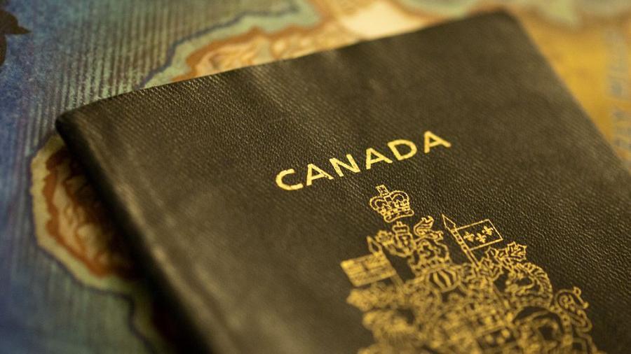 Doppelte Staatsbürgerschaft nun auch für Jazenjuk trotz offiziellen Verbots