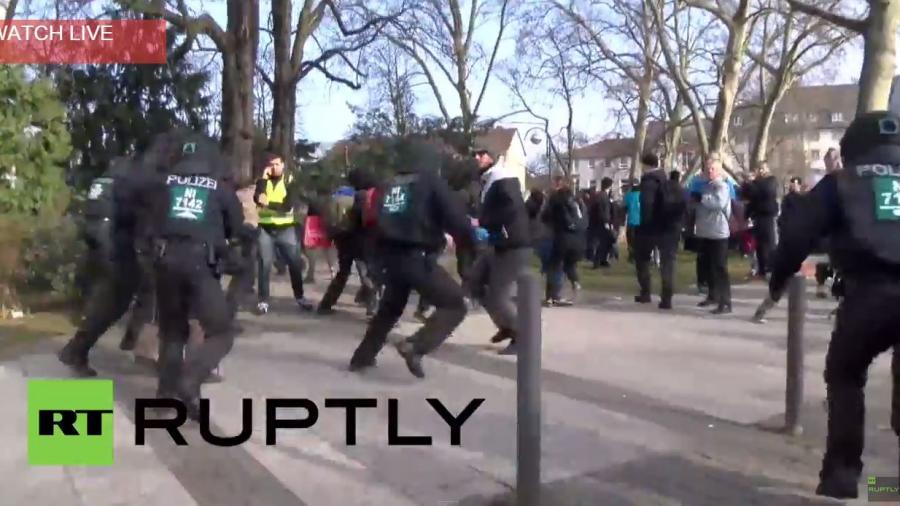 Blockupy Frankfurt: Polizei macht Jagd auf Demonstranten vor EZB-Gebäude