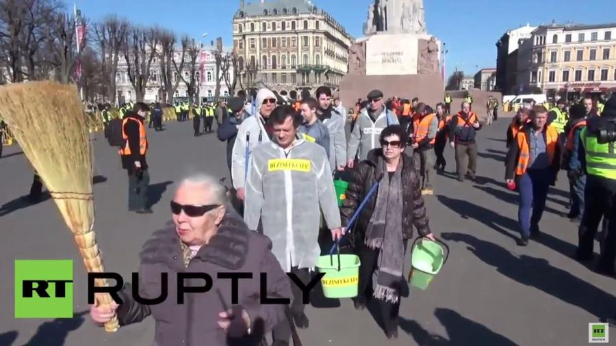 """Lettischer Frühjahrsputz: Straßen in Riga werden nach Naziaufmarsch """"desinfiziert"""""""