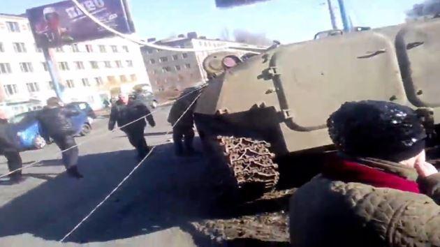 Unruhen nach Tod von 8-jährigem Mädchen durch ukrainischen Panzer - Kiew erteilt Schießbefehl für Polizei
