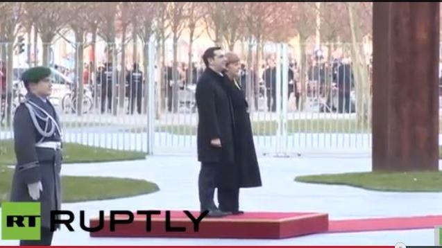 Live: Bundeskanzlerin Angela Merkel empfängt Alexis Tsipras mit militärischen Ehren