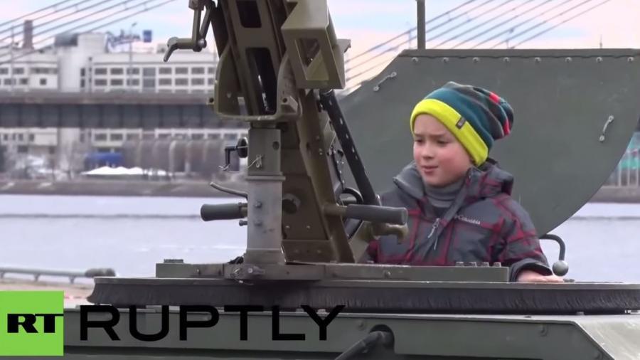 """""""Ihr Kinderlein kommet..."""" - US-Werbetour durch Osteuropa zielt insbesondere auf Militarisierung von Kindern"""