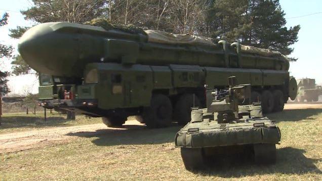"""Russland: Militärmesse """"Army 2015"""" steht im Zeichen hochmoderner Kampfroboter"""