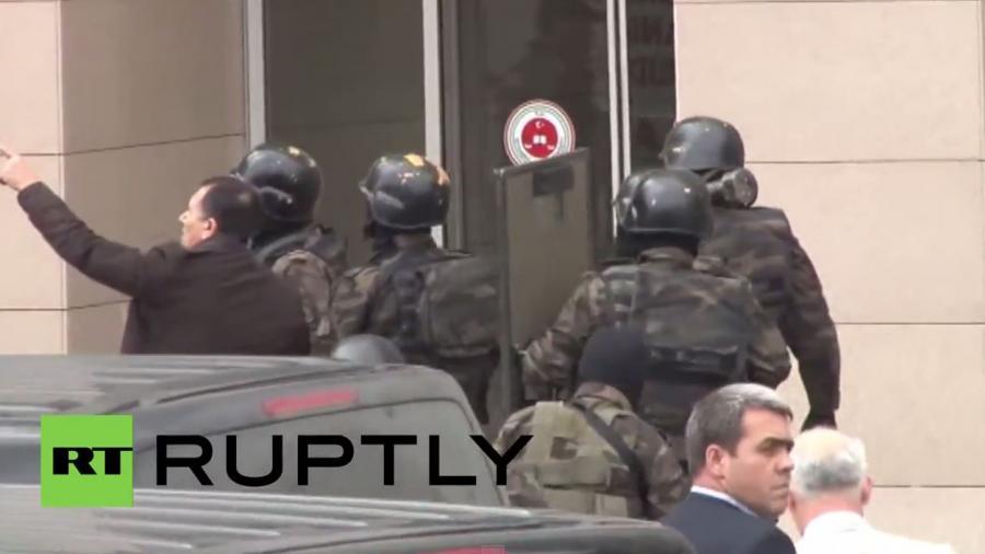 Türkei: Spezialeinheiten stürmen Istanbuler Gerichtsgebäude nach Geiselnahme