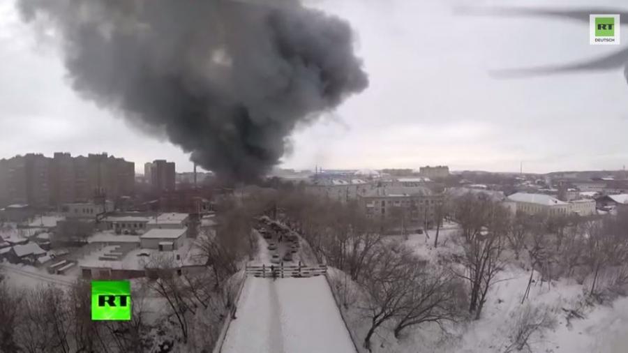 Großes Feuer in russischem Einkaufszentrum in Kazan - Drohnenvideo