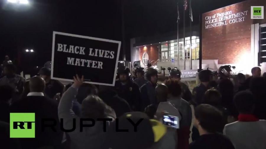 Schießerei in Ferguson- Zwei Polizisten werden verletzt