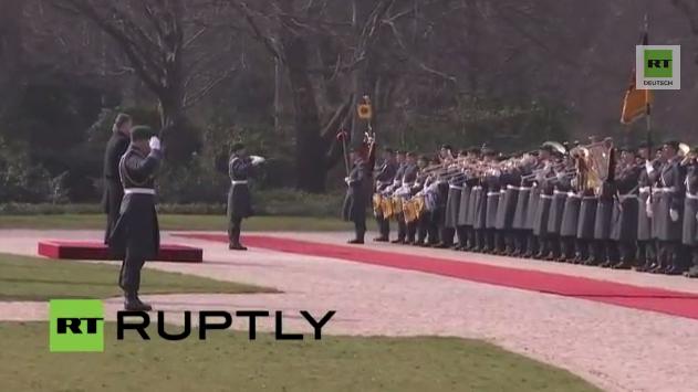 Live: Gauck empfängt Poroschenko mit militärischen Ehren in Berlin