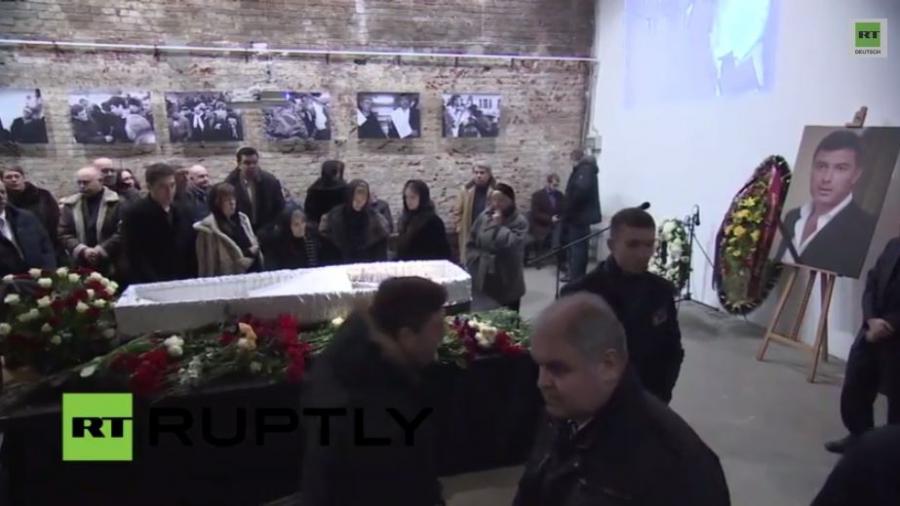 Russland: Tausende zollen Nemzow in Moskau Tribut