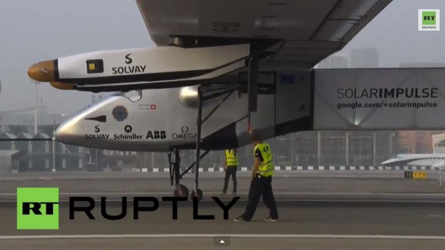 Erstes Solar-Flugzeug startet Weltumrundung