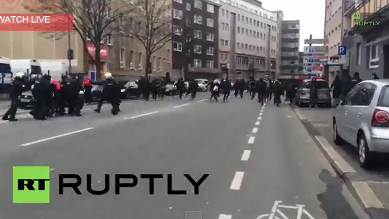 Wuppertal: Gegendemonstration der Antifa – kurzzeitige Eskalation mit Polizei