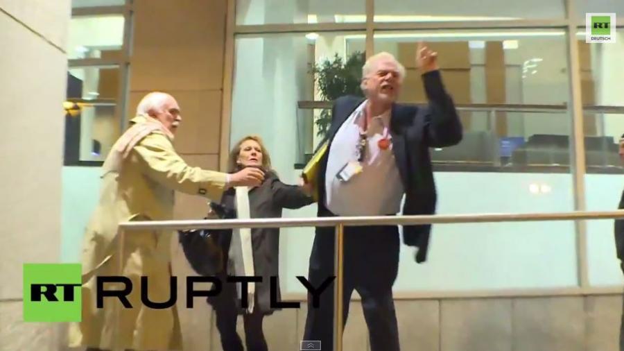 Schande! Antizionistische Juden und Demonstranten versammeln sich gegen Netanjahu