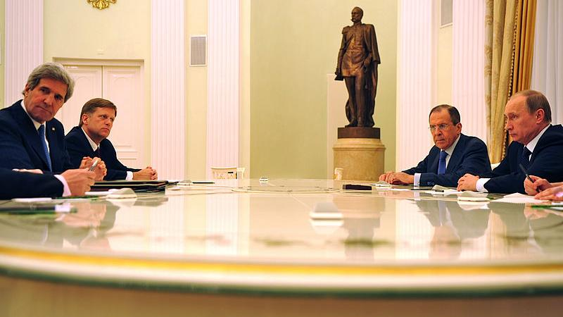 Ex-US-Botschafter in Moskau: Wir haben uns immer für friedliche Lösung eingesetzt, nur Putin will Krieg