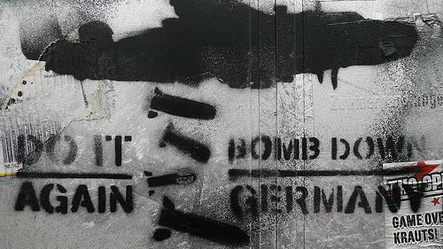 """Antideutsches Graffiti: """"Tut es wieder. Zerbombt Deutschland"""""""