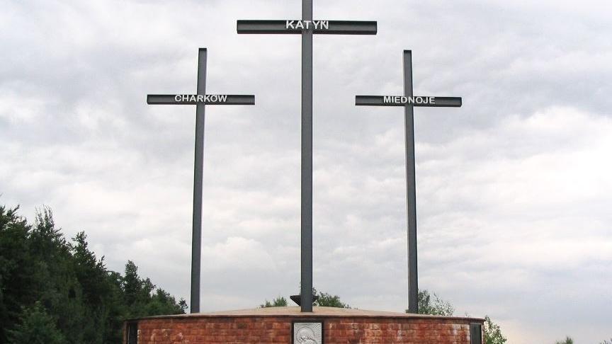 Polnischer Präsident mit Erinnerungslücken: 20. Jahrhundert kennt kein vergleichbares Verbrechen wie das Massaker von Katyn