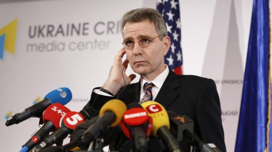 """US-Botschafter Pyatt belegt erneut """"russische Präsenz in der Ostukraine"""" mit zwei Jahre altem Bild von Militärmesse"""