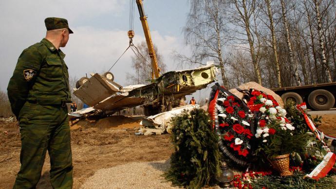 Staatsanwaltschaft belegt: Unautorisierte Person im Cockpit zwang Piloten der polnischen Präsidentenmaschine zur tödlichen Landung