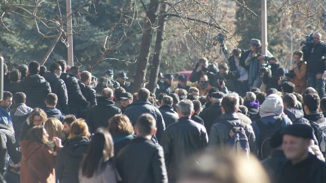 Live: Anti-Regierungsproteste gegen Arbeitslosigkeit und soziale Ungerechtigkeit in Pristina, Kosovo