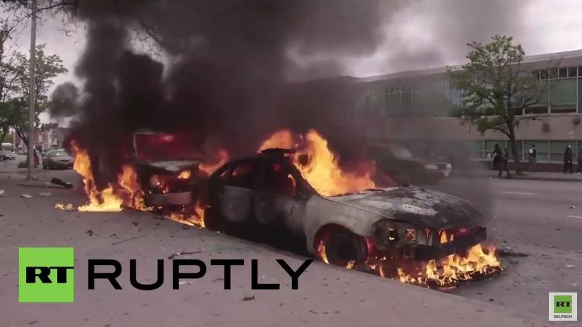 USA: Baltimore Proteste eskalieren – Randale, brennende Autos und geplünderte Läden