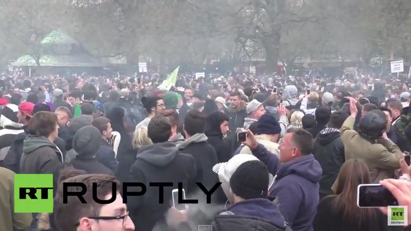 England: Internationaler Kiffertag lässt Hyde Park mit Rauchschwaden umhüllen
