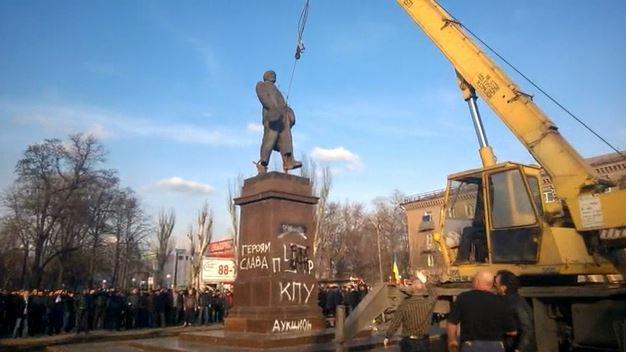 Nach den Morden kommen die Verbote? Regionalrat in der Ukraine verbietet fast alle Oppositionsparteien