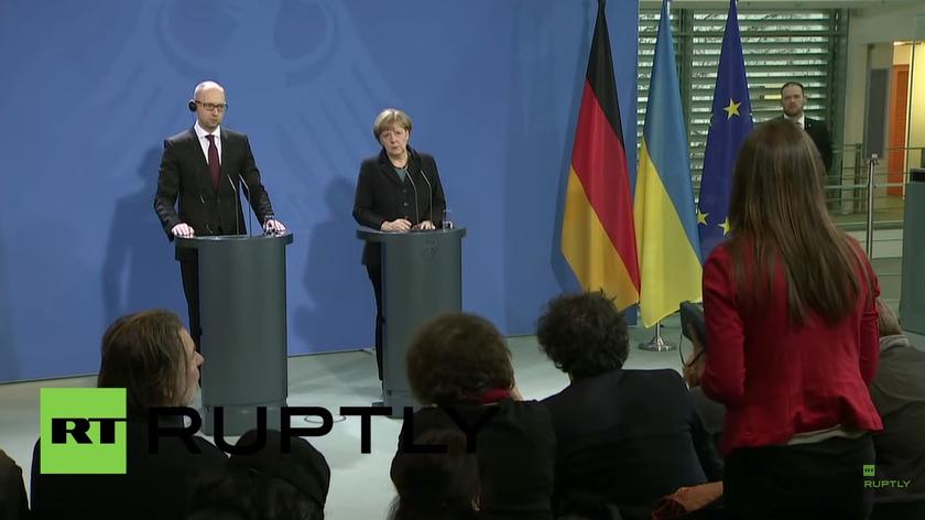 Live: Merkel und Jazenjuk geben Pressekonferenz in Berlin
